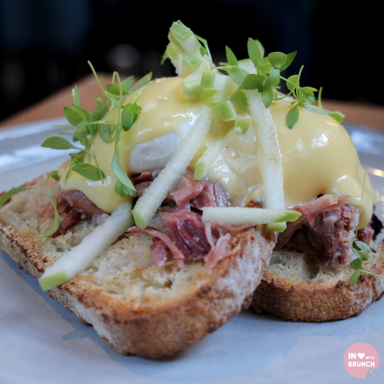 Glovers Station Elsternwick Eggs Benedict (1 of 1)