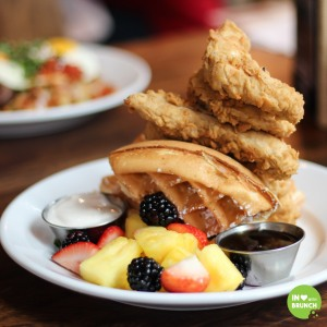 uncle-julios-brentwood-chicken-waffles2