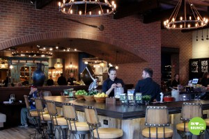 uncle-julios-brentwood-interior